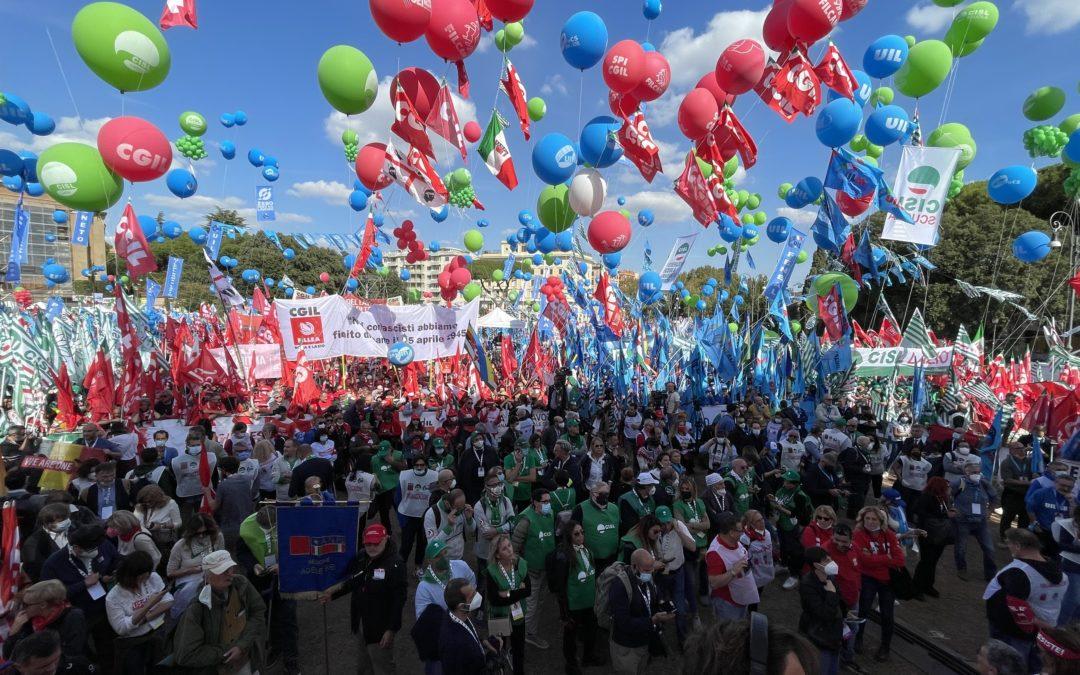 Paolo Pirani ringrazia il popolo della Uiltec presente in piazza San Giovanni a Roma